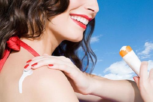 Thoa kem chống nắng mỗi ngày để bảo vệ làn da