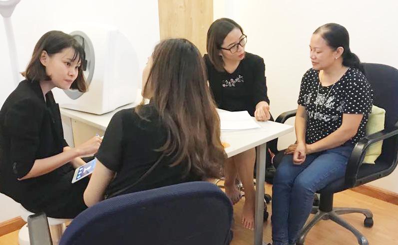 Hình ảnh khách trải nghiệm liệu pháp chăm sóc da hàng đầu của Pháp tại  Bevita ngày 17/6/2018 - Bevita.vn
