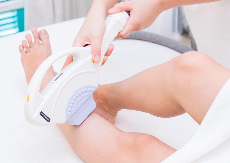 Triệt lông chân tại spa