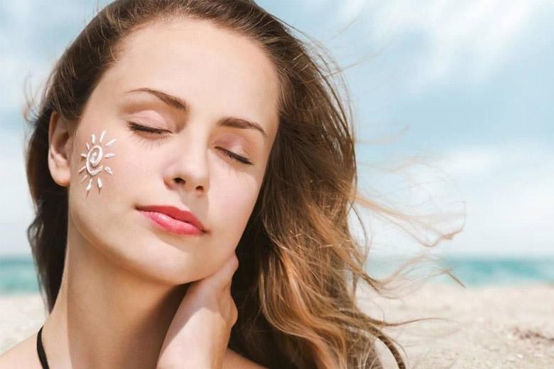 Bo623 sung collagen kết hợp dùng kem chống nắng