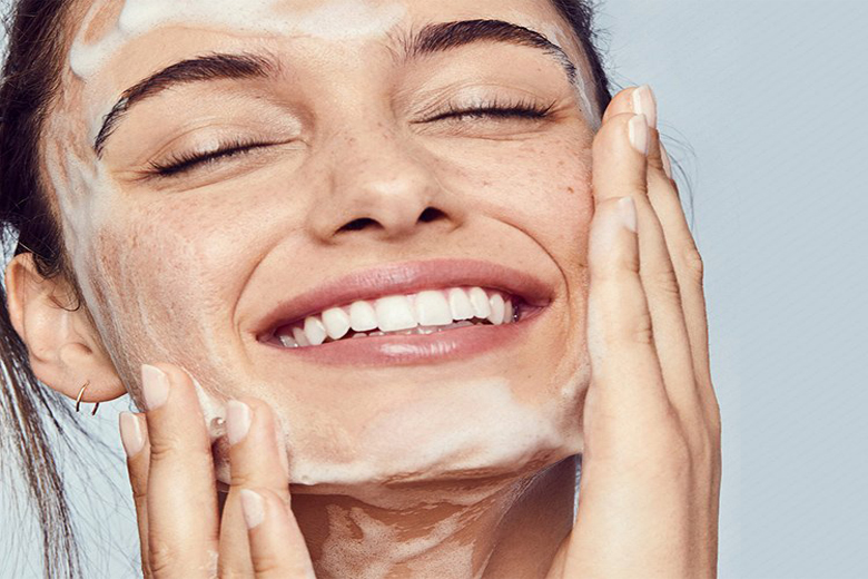Vì sao Double Cleansing lại được nhieefi beauty blogger áp dụng trong quy trình skincare?